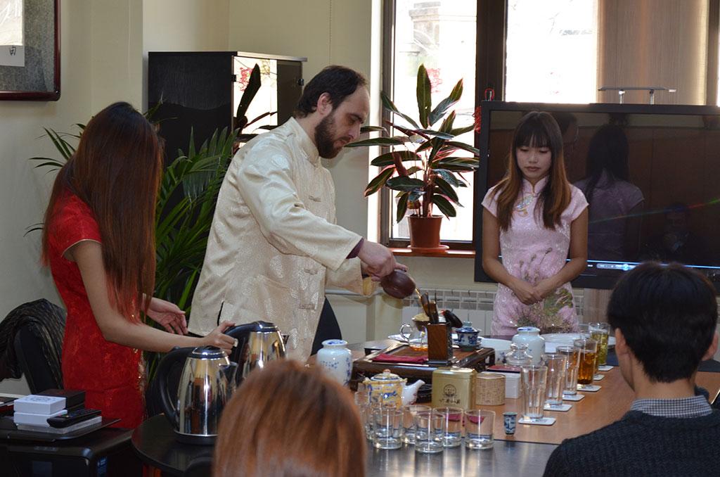 Ceremonia ceaiului la Institutul Confucius